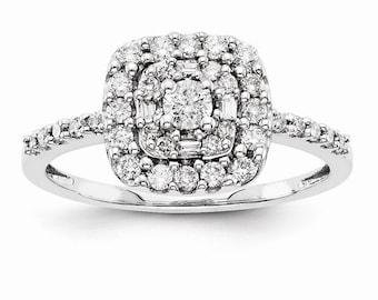 Beautiful 14 Karat White Gold Multi-Stone 0.510 Carat Diamond Engagement Ring