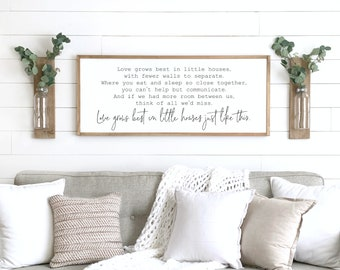 Modern farmhouses are taking the world by storm. If you want to decorate your living room with modern farmhouse living room decor, this is for you! These farmhouse signs are the cutest and will look great in any home.