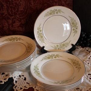 Caroline Pattern Set of 11 Wedgwood Bone China Bread or Dessert Plates Green Floral