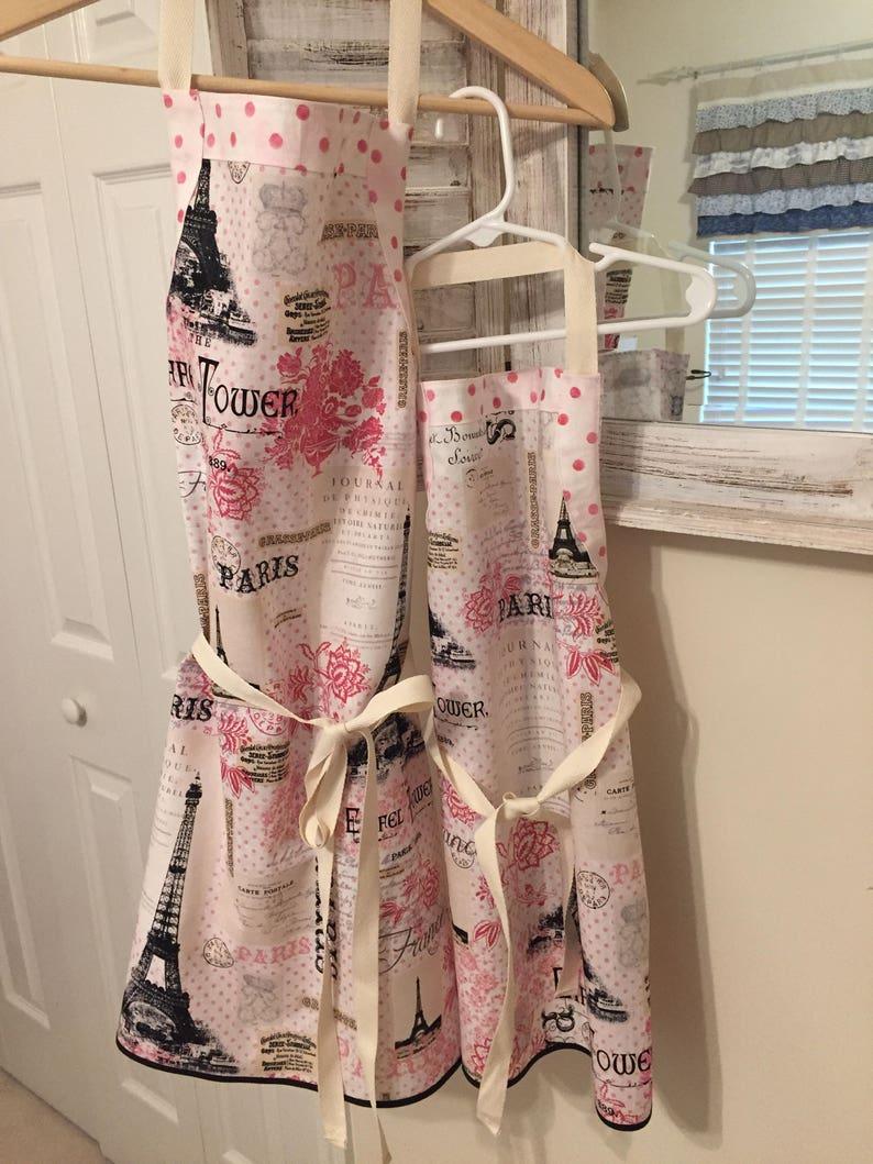 SET Motherdaughter Grandmothergranddaughter Adultchild Matching Paris Eiffel Tower Pink Polka Dots Aprons