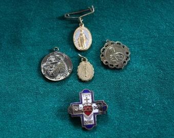 5 Pendentif Croix Charms Antique ton argent avec médaillon strass-SC5957