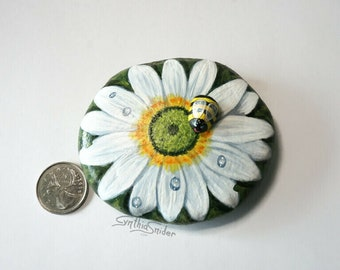 White daisy painted rock, gerbera daisy with bumble bee, flower painted rock, garden decor, white daisy flower, flower rock with pebble bee