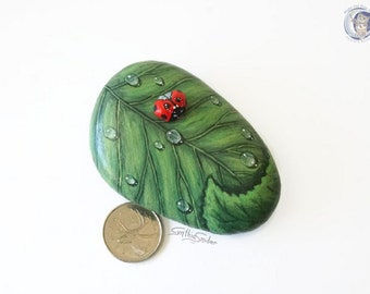 Painted leaf rock with lady bug, green leaf stone, tiny ladybug pebble on leaf, ladybird stone , garden decor, hand painted rock, plant gift