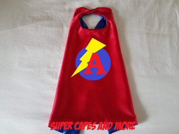 Cape de super héros avec cercle Lightning Bolt et lettre ou un chiffre / Party Favors/cadeaux/anniversaire/Photo Prop