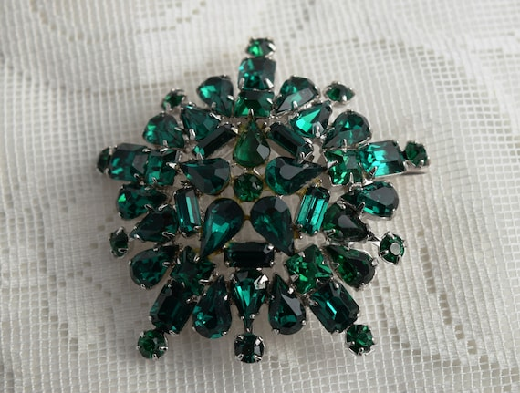 Vintage Emerald Green Rhinestone Brooch Pin