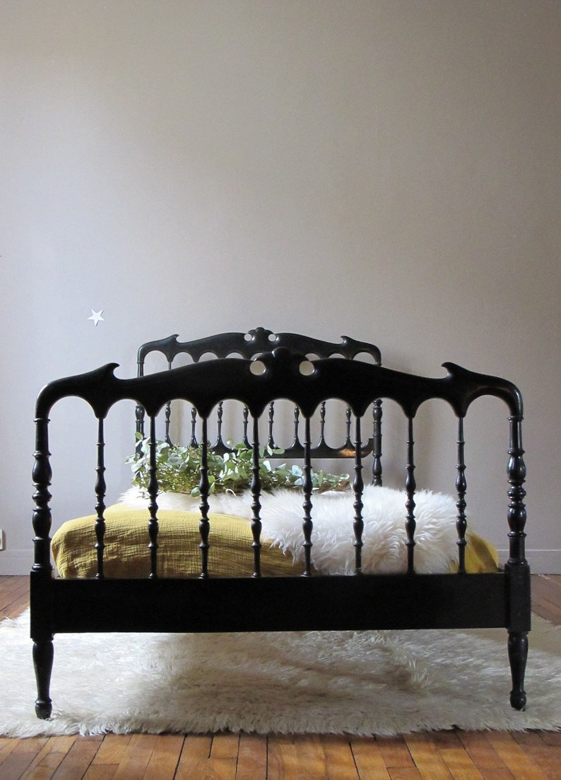 Etonnant Old Wooden Bed Frame, Bed A Vintage, Victorian Style Junior Bed