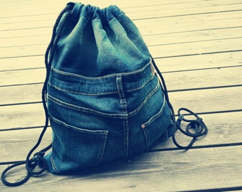03283566af Rucksack aus alter Jeans