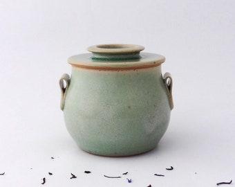 Beurrier à eau vert avec bouton, Beurrier céramique, Beurrier breton, Pot à beurre, décor colimaçon, grès