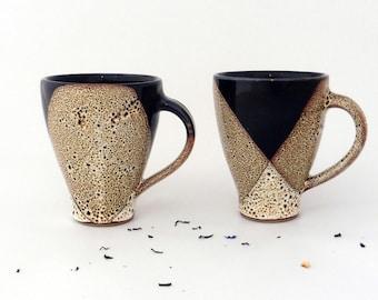 Lot de 2 mugs, émail brun moucheté, grès