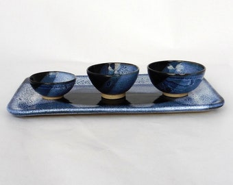 Plat en céramique, Plat à cake avec coupelles, Plat bleu moucheté, Plat en grès, Mini-coupelles