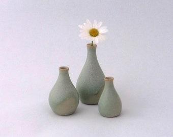 Ensemble de trois mini-vases en grès, verts