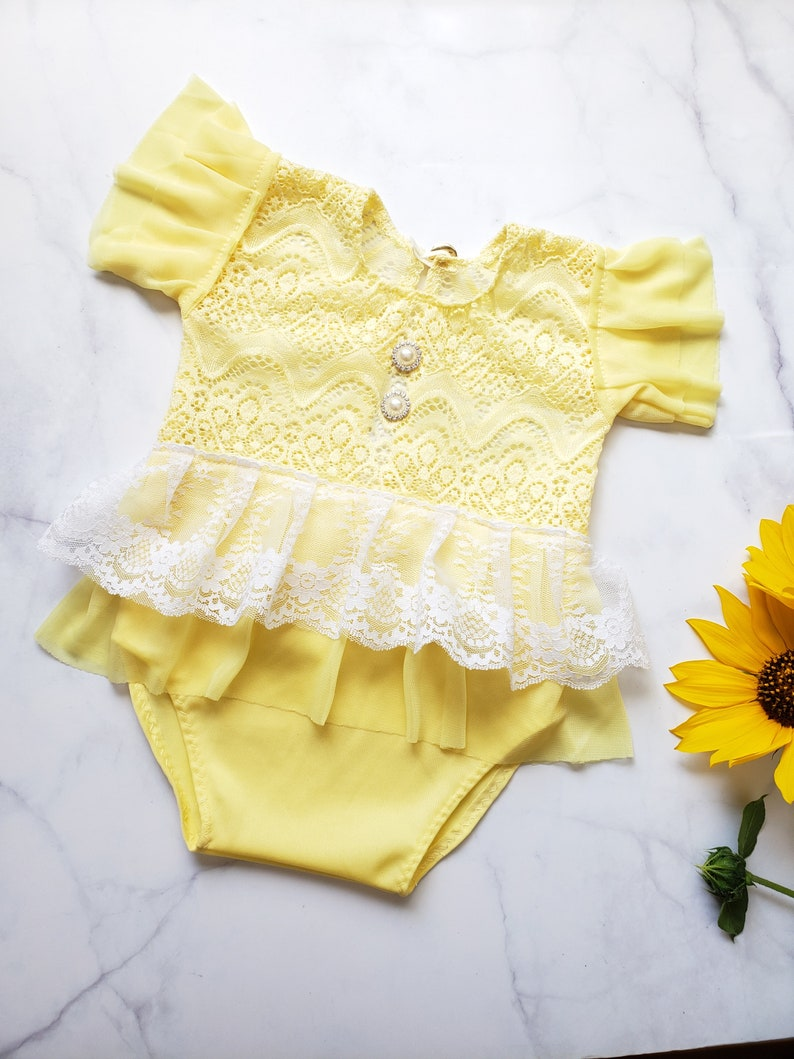 Baby yellow romper. Cake smash outfit 9-12 M Baby yellow lace dress Baby girl picture outfits Baby girl lace clothes