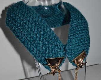 Knitted collar with swallow clip detail