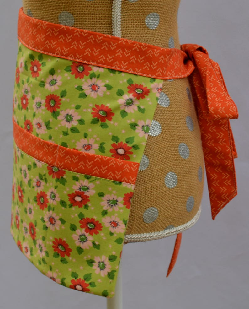 Utility Apron Craft Apron Teacher Apron Teacher Gift Vendor Apron Market Apron Waitress Apron Craft Show Flowers Pockets