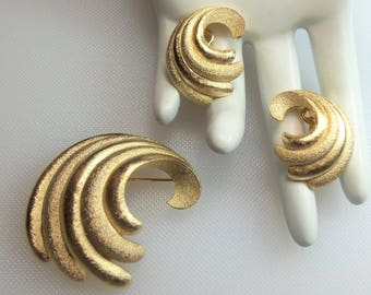 Vintage Gold Tone Textured Swirl Pin Brooch and Matching Clip Earrings Set Designer Signed Crown Trifari