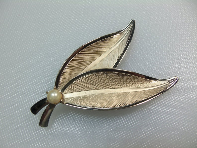 Vintage Silver Tone Polished and Textured Double Leaf Pin Brooch With Faux Pearl Accent