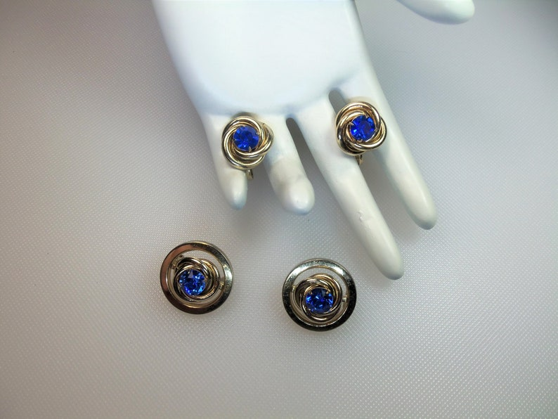 Vintage Polished Gold Tone Blue Prong Set Rhinestones Two Round Scatter Brooch Pins and Matching Screw Back Earrings Designer Signed Coro