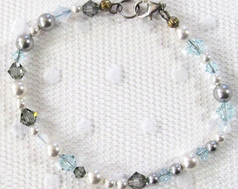Nature Inspired Gray and White Bracelet, Bracelet With Swarovski Gray Bicone Beads & Glass Pearls,  Foggy Day Jewelry