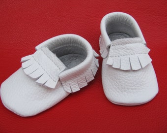White Baby Moccasins. Kids moccasins.  Leather baby moccasins. Infant moccasins.Baby Girl Moccasins.Baby Boy Moccasins.Baptism shoes.Newborn