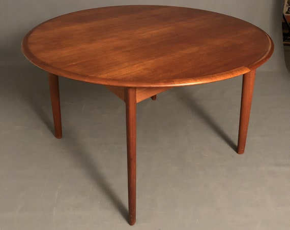 Mid-Century Danish Teak Dining Table With 2 Leaves