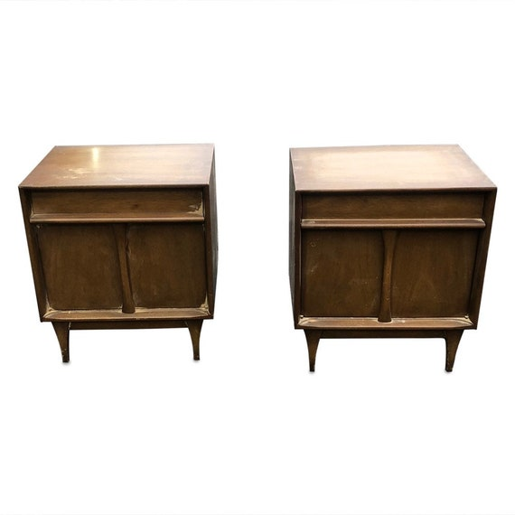 Mid century pair of nightstands in original condition by Martinsville