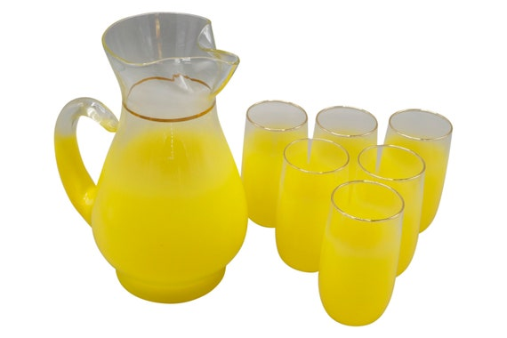 Mid-Century pitcher set with 6 yellow glasses in yellow shade Virginia glasses 1960s Co.