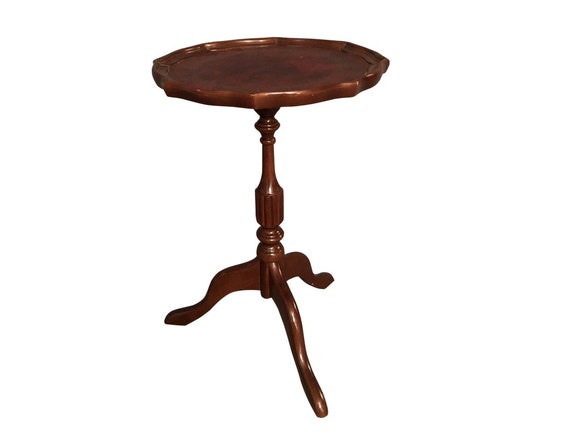 1950s Victorian Mahogany End Table With Leather Inlay on Top