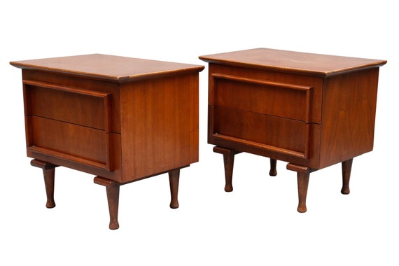 A Pair of Martinsville Co. Mid Century Nightstands in Walnut