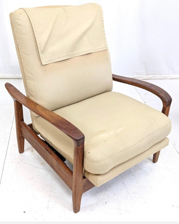 Danish Teak Recliner Lounge Chair in original condition with Paddle arms
