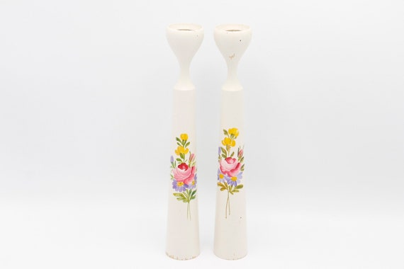 Beautiful shaby chic Mid century vintage wood candle holder painted in white painted and flowers.