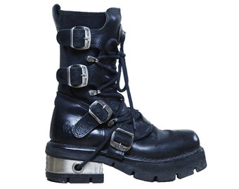 45d8950a958 Vintage 90 s   New Rock chunky platform black leather combat boots   Chunky  heel buckle motorcycle boots   Size US8 - UK5.5 - EU38.5