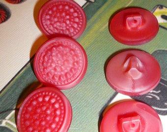 Boutons rouge ronde en verre mat boutons tchèque boutons par VintageStudioSupply en relief