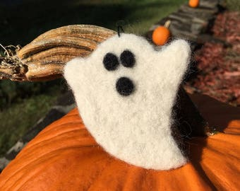 Needle Felted Ghost Ornament, Needle Felted Ghost Decoration, Needle Felted Ghost