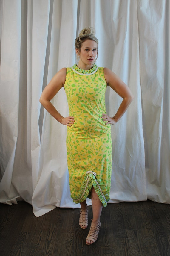 1960s Sunny Yellow and Green Strawberry Print Cott