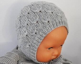 FLORE - Béguin pour bébé point fantaisie, tricoté main en laine mérinos,  coloris au choix caf8bdb2cb2