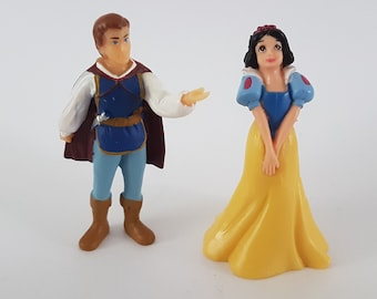 Vintage Snow White and The Prince wedding cake toppers #A8F7Q012A