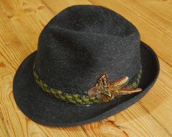 Vintage German/Austrian Traditional Trachtenhut Fedora Trilby Hat with Feather Band EU 57 UK 7 US 7 1/8