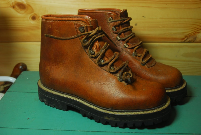 7443525ae2a Vintage Brown Leather Mountaineering Hiking Walking Boots Vibram Brevettata  Montagna Eu 42 Uk 8 US 9