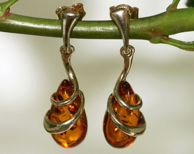 Amber & Gold. Baltic amber earrings, gold earrings. Perfect gift for her. Amber jewelry. Handmade jewelry. Silver jewelry. Dangle earrings