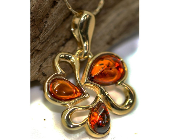 Amber & Gold. Heart shaped Baltic amber pendant, gold necklace. Valentine's Day gift. Gold pendant. Amber jewelry. Handmade jewelry.