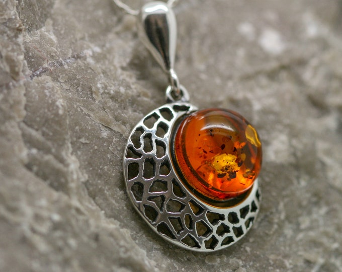 Baltic Amber Pendant in Sterling Silver. Amber necklace, silver jewelry. Baltic Amber jewelry. Silver necklace. Perfect gift for her. 925.