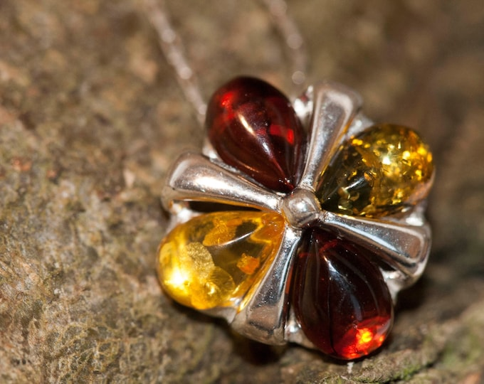 Multicolor pendant in Sterling Silver. Amber necklace, silver pendant. Baltic Amber jewelry. Flower pendant.Perfect gift for her. 925.