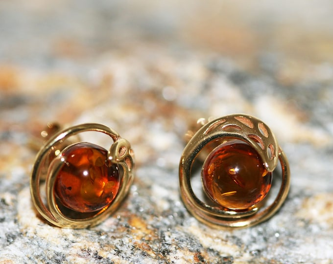 Amber & Gold. Baltic amber earrings, gold earrings. Perfect gift for her. Amber jewelry. Handmade jewelry. Silver jewelry. Stud earrings.