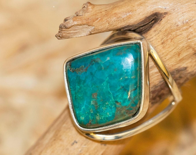 Chrysocolla Ring fitted in Sterling Silver setting.  Chrysocolla ring. Design jewelry. Contemporary jewelry.  chrysocolla. Statement ring