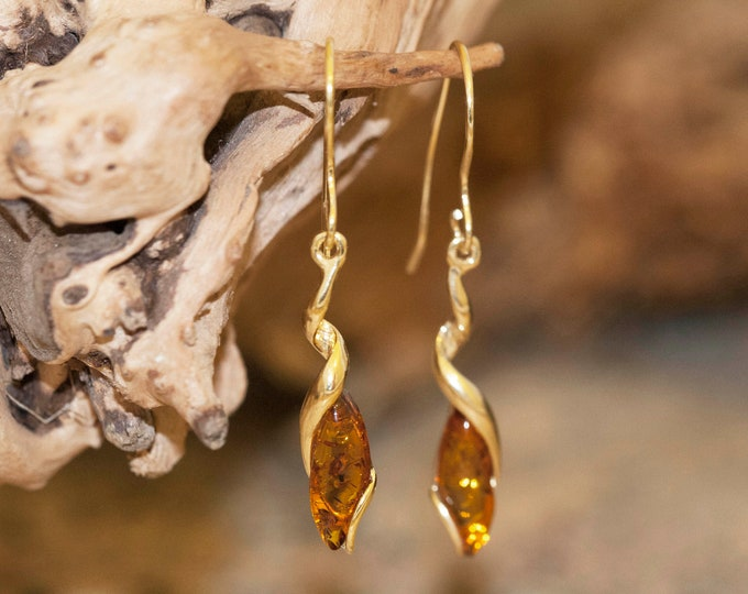 Amber & Gold. Baltic amber earrings. Gold earrings. Long earrings. Perfect gift for her. Amber jewelry. Handmade jewelry. Dangle earrings