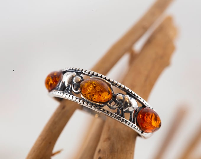 Baltic amber ring. Amber & elephants. Sterling silver ring. Unique ring. Band ring, Perfect gift. Contemporary design.