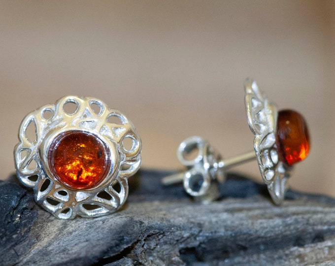 Baltic amber earrings. Sterling silver stud earrings. Baltic amber. Perfect gift for her. Amber jewelry,  round earrings. Modern studs