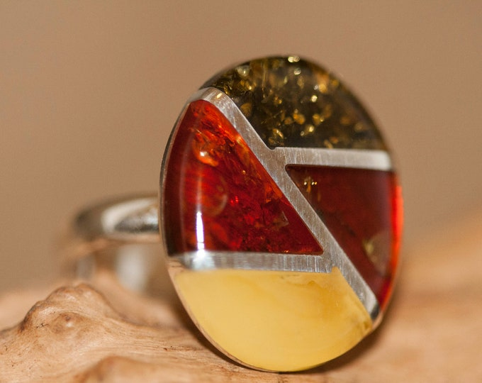 Large Baltic amber ring. Three kinds of amber shades fitted in sterling silver setting. Statement ring. Silver ring. Multicolor ring