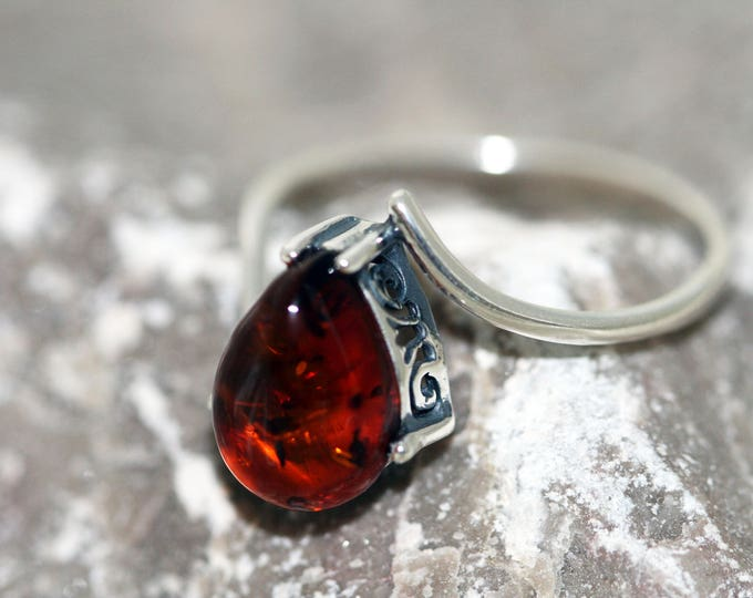 Baltic amber ring. Cognac piece of Baltic amber & sterling silver setting. Valentine's Day gift. Designer ring. Amber jewelry. Celtic design