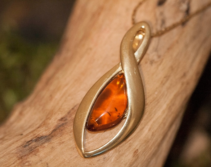 Amber & Gold. Baltic amber pendant, gold necklace. Perfect gift for her. Gold pendant. Amber jewelry. Handmade jewelry. Silver jewelry.